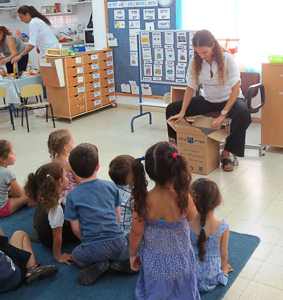 opening-box-of-books-kfar-yona-gan-yasmin