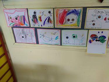 ילדי גן אור בצפת יוצרים בכפתורים בעקבות