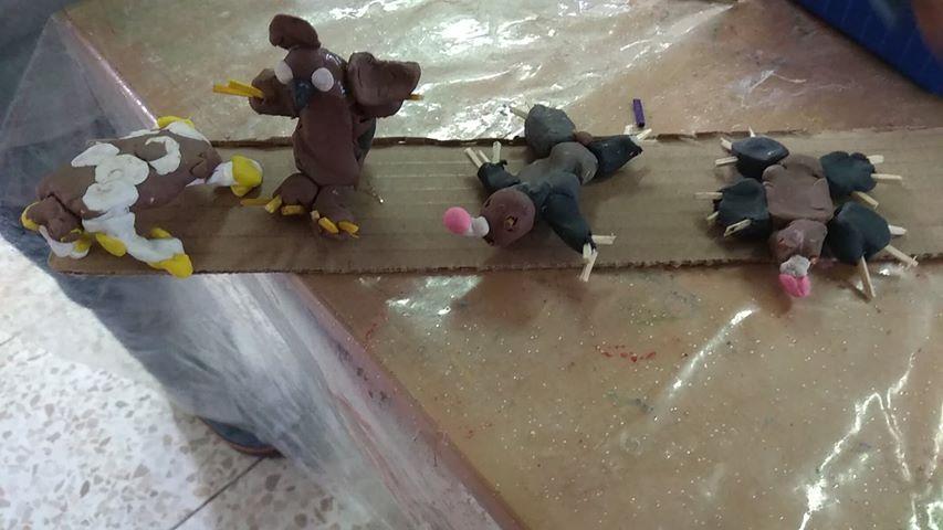 חפרפרת ודוב מפלסטלינה שיצרו הילדים בגן בת הרים בצפת