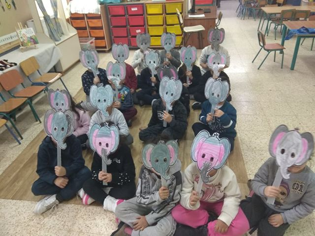 הילדים בגן אור בצפת הכינו מסכות פילים בעקבות הספר